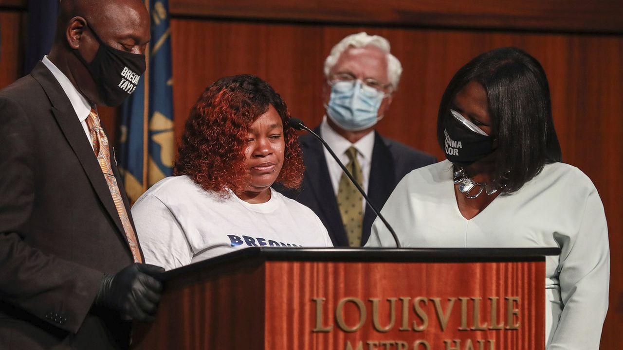 La mère de Breonna Taylor, Tamika Palmer, s'est exprimée lors d'une conférence de presse après l'annonce du dédommagement obtenu. [Matt Stone - Keystone]