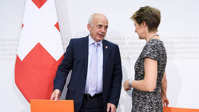 Les conseillers fédéraux Ueli Maurer et Simonetta Sommaruga. [Anthony Anex - Keystone]