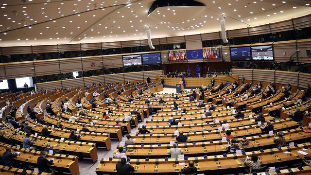 La présidente de la Commission européenne, Ursula von der Leyen, s'adresse à la plénière lors de son premier discours sur l'état de l'Union au Parlement européen à Bruxelles, mercredi 16 septembre 2020.  [Francisco Seco - keystone]