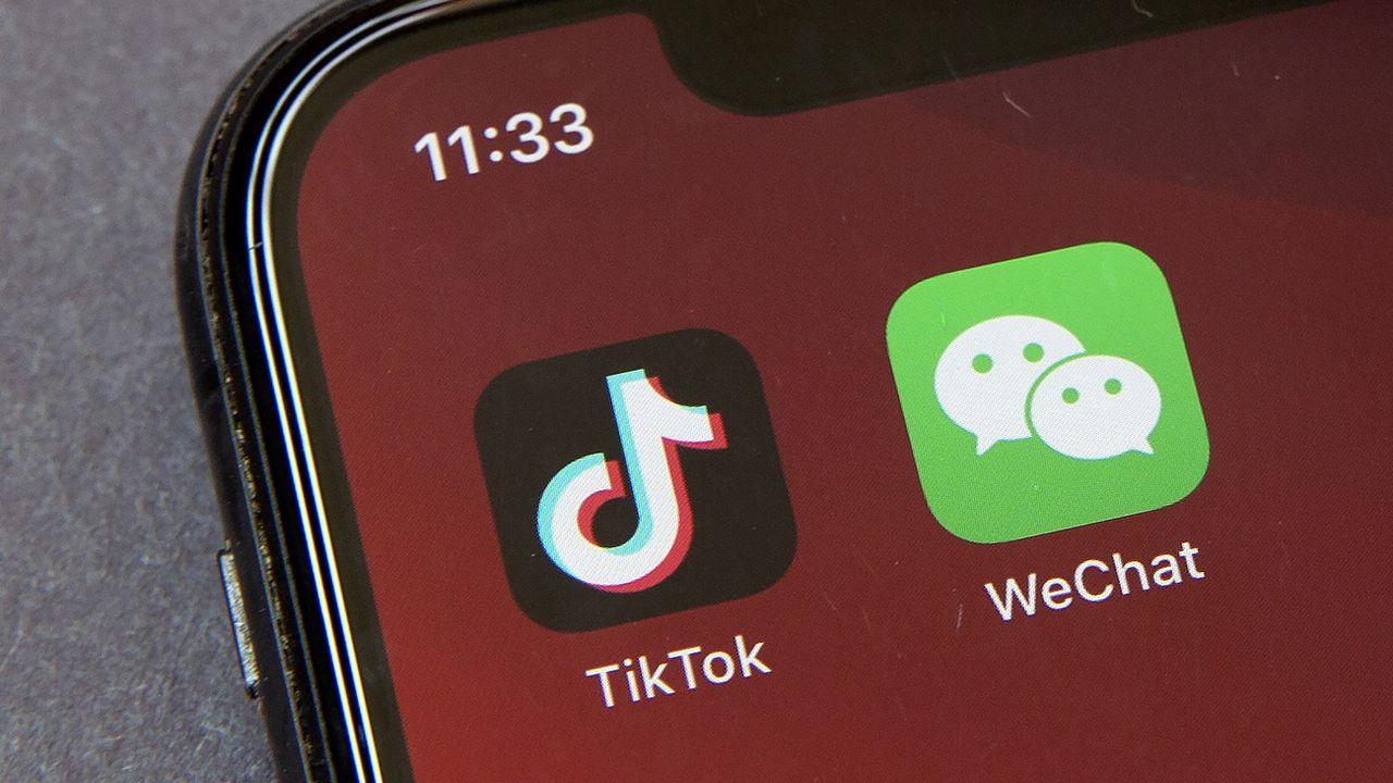 Le téléchargement de TikTok et WeChat sera bloqué aux USA dès dimanche. [Mark Schiefelbein - Keystone/AP]