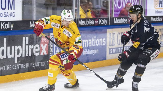 David Ullström portera toujours le maillot biennois en 2020-2021. [Adrien Perritaz - Keystone]