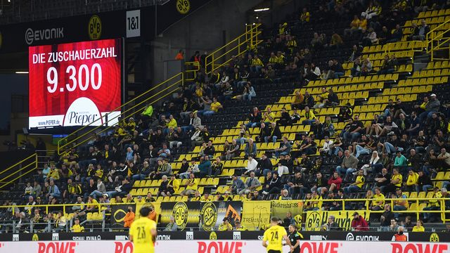 Une tribune du match entre le Borussia Dortmund et le Borussia Mönchengladbach. [Bernd Thissen - DPA/Keystone]