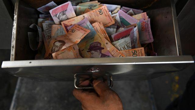 Des sommes colossales d'argent sale ont transité durant des années par les plus grandes institutions bancaires. [Marvin Recinos - AFP]