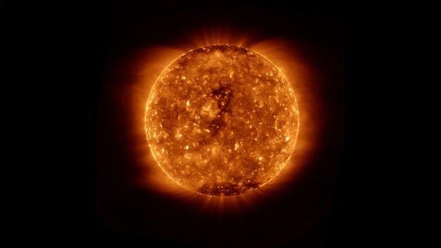 Disque solaire pendant son minimum d'activité, le 15 décembre 2019 [NOAA]