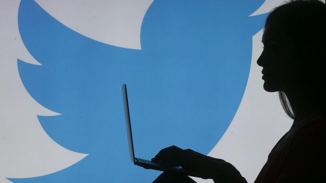 Les femmes continuent de subir des violences en nombre sur les réseaux sociaux, dont Twitter. [Aytac Unal - AFP]
