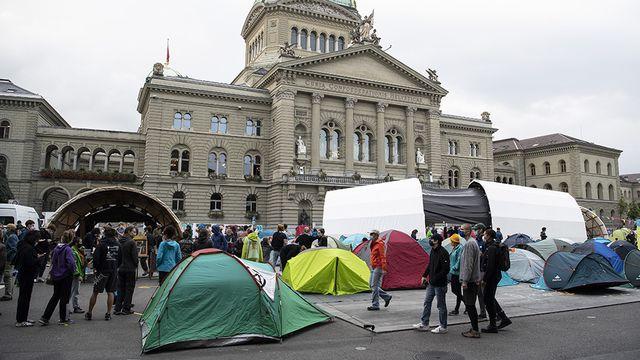 Les activistes du climat campent toujours devant le Palais fédéral, à Berne. [Peter Schneider - Keystone]