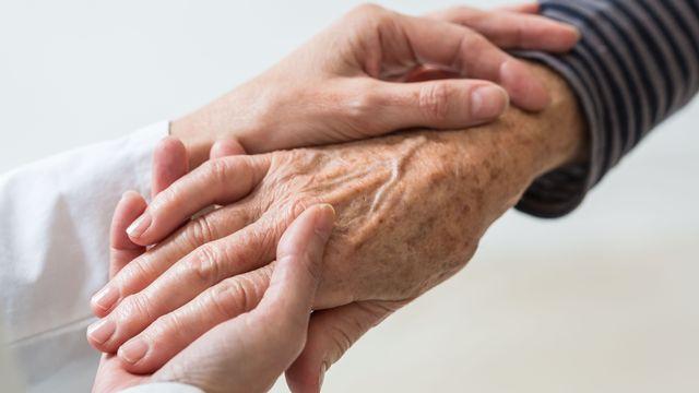 La doctrine sur la fin de vie du Vatican ne veut ni euthanasie, ni acharnement thérapeutique. [Voisin - Phanie]