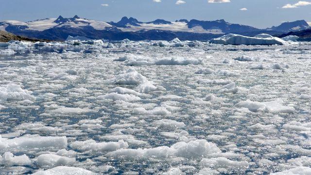 La banquise d'été de l'Arctique ne couvre plus que 3,74 millions de km2. [Philippe Roy - Aurimages via AFP]