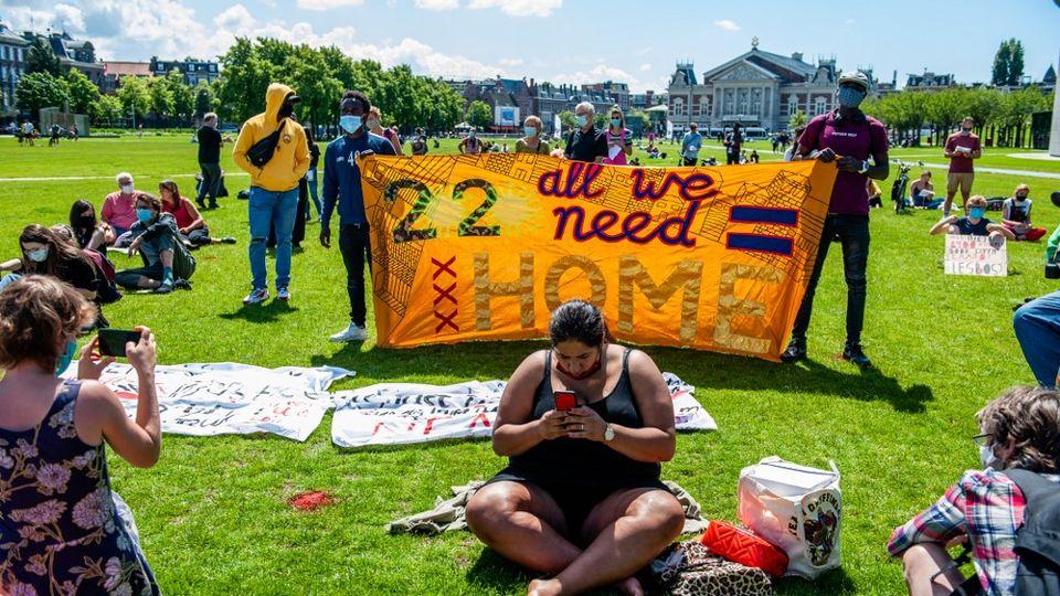 Une manifestation en faveur des réfugiés organisée à Amsterdam le 20 juin 2020. [Romy Arroyo Fernandez -  NurPhoto via AFP]