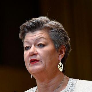 """La commissaire européenne aux affaires intérieures Ylva Johansson veut mener un """"combat plus efficace"""" contre la pédophilie notamment grâce à une coopération plus étroite avec les entreprises du Net. [John Thys - AFP]"""