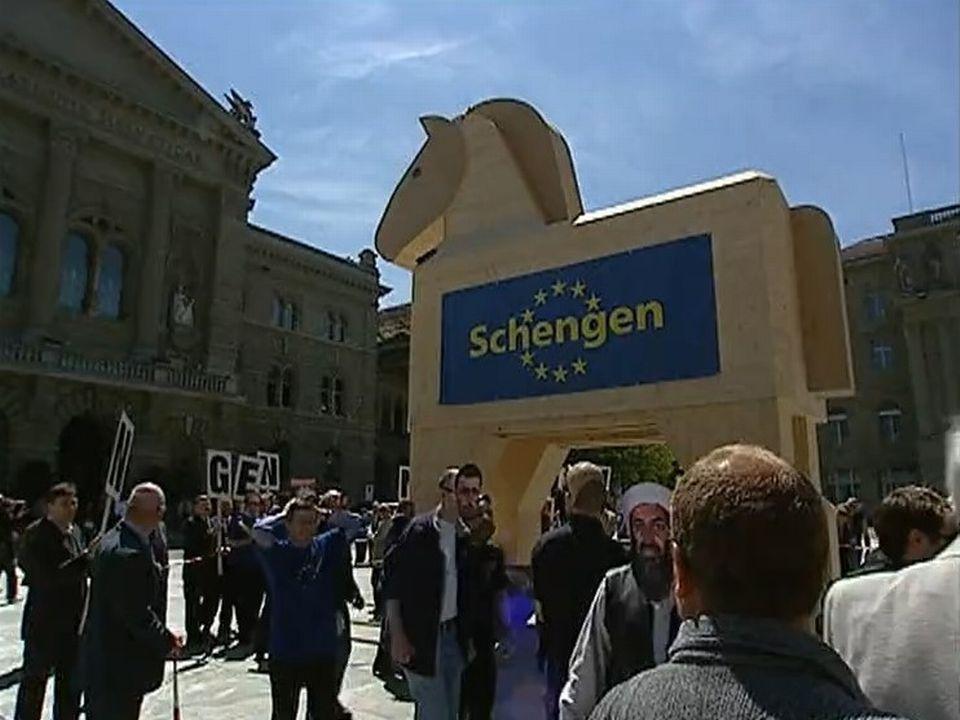 Les accords Schengen Dublin, cheval de Troie de l'UE en Suisse? [RTS]