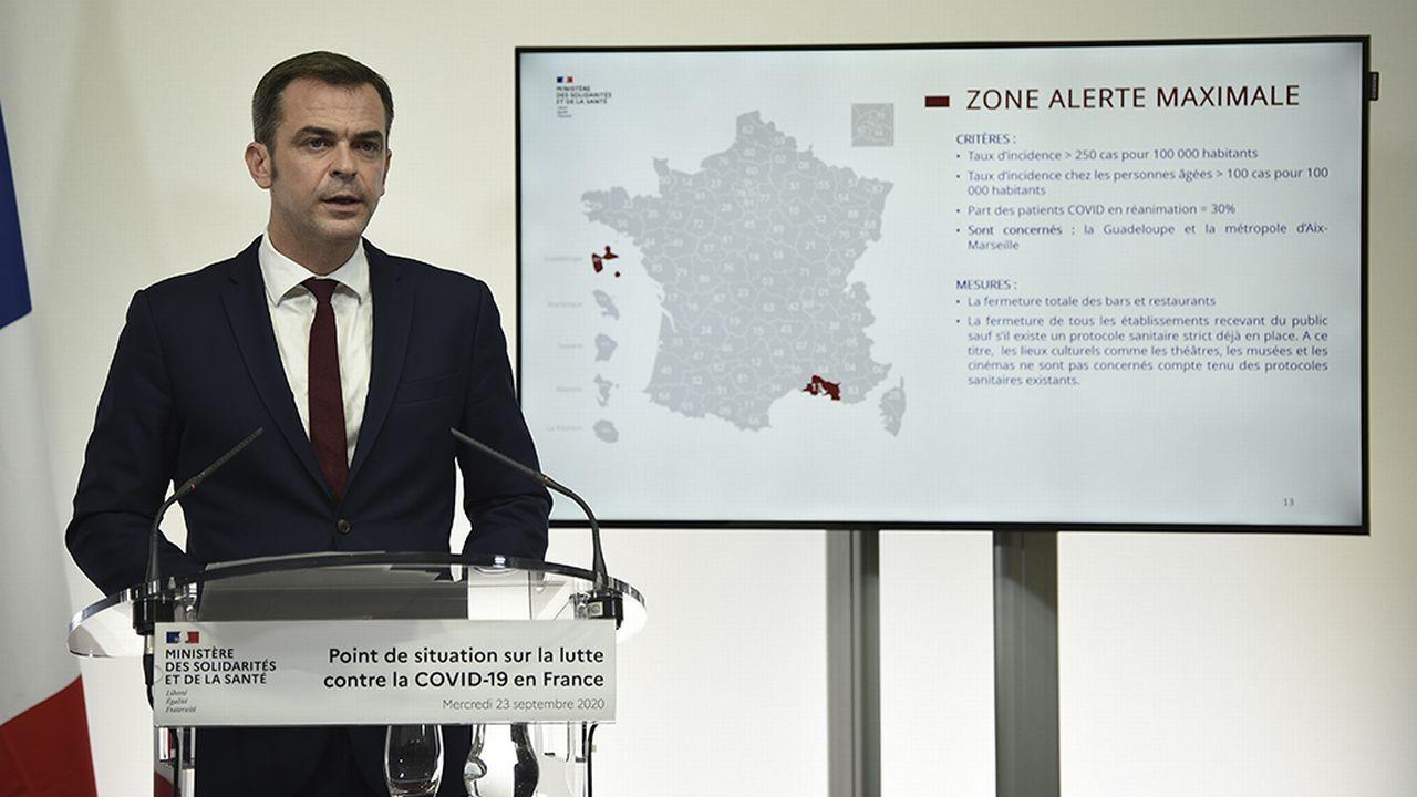 Les mesures restrictives dévoilées mercredi par le gouvernement français suscitent la colère des Marseillais. [Eliot Blondet/Pool via AP - Keystone]
