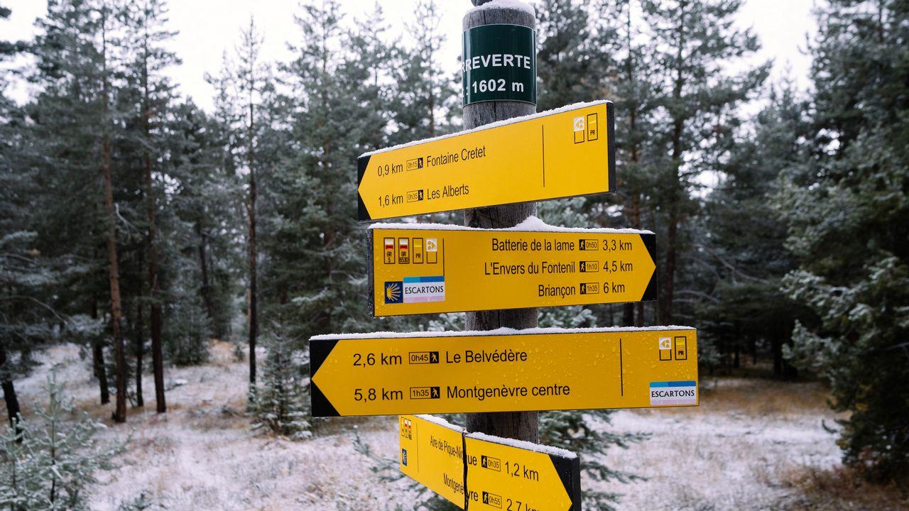 Dans les Hautes-Alpes, les migrants empruntent les sentiers de randonnée pour rejoindre Briançon depuis l'Italie. [Hans Lucas - AFP]