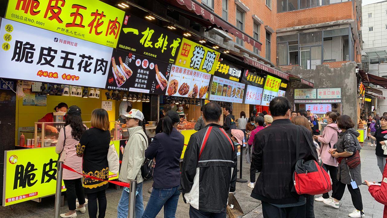 A Wuhan, les habitants ont quasiment retrouvé une vie normale. [Michael Peuker - RTS]