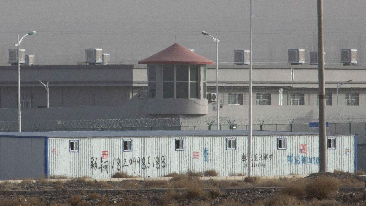 Le nombre de camps de travail au Xinjiang est en hausse, selon une étude d'un think tank australien. [Ng Han Guan - Keystone/AP]