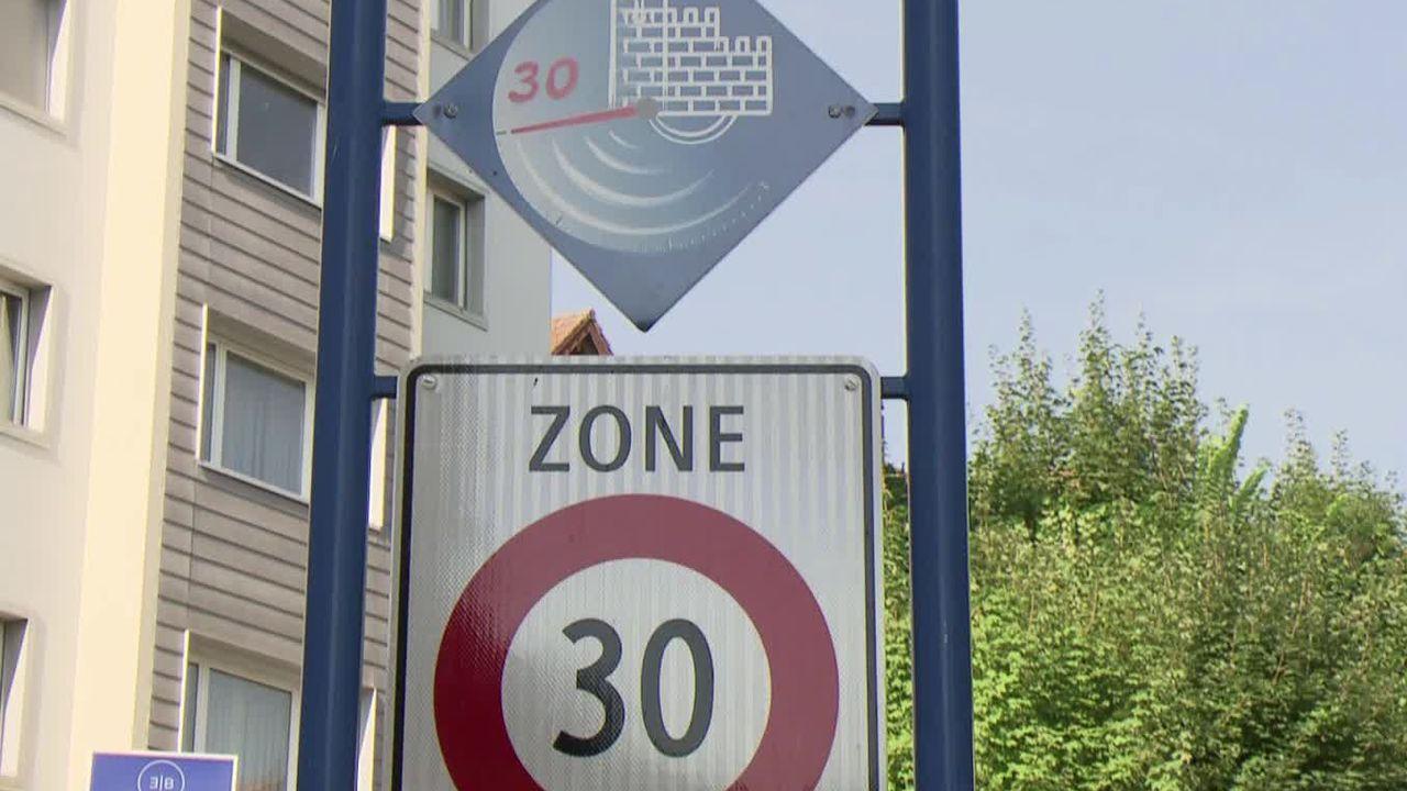 Les axes principaux de Fribourg passent à 30km-h. [RTS]