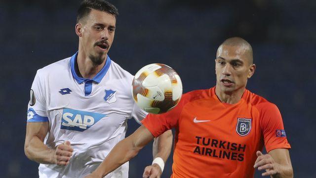 Inler (à droite) va découvrir un 3e club turque après des passages au Besiktas et Basaksehir Istanbul. [STR - Keystone]