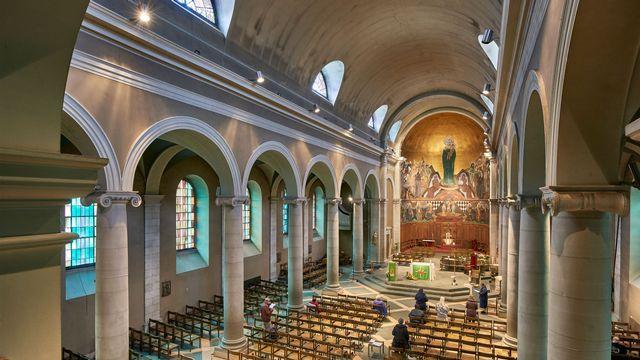L'intérieur de la Basilique Notre-Dame, de Lausanne. [ @Gindroz]