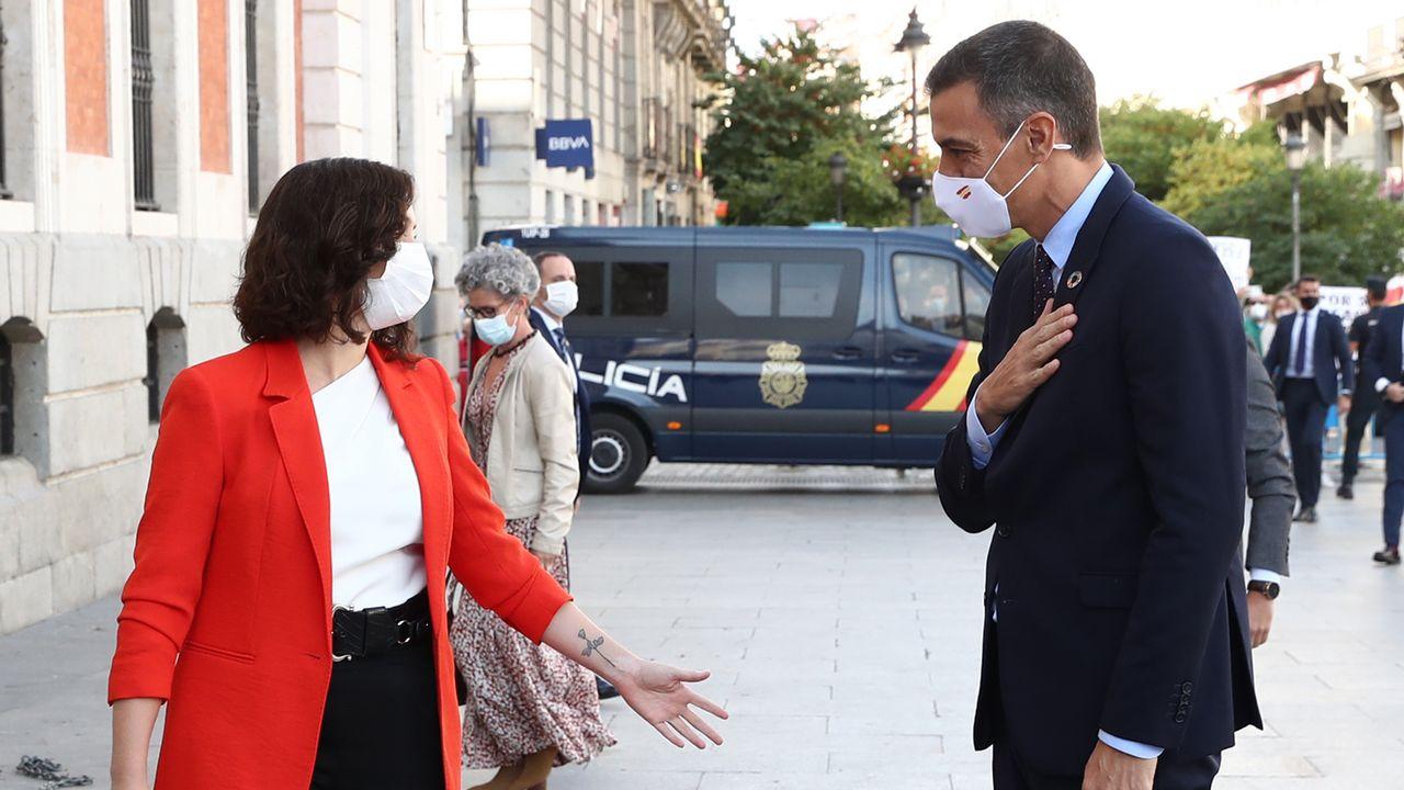 La présidente de la région de Madrid, Isabel Diaz Ayuso, et le président du gouvernement espagnol, Pedro Sanchez. [Fernando Calvo - Pool/AFP]