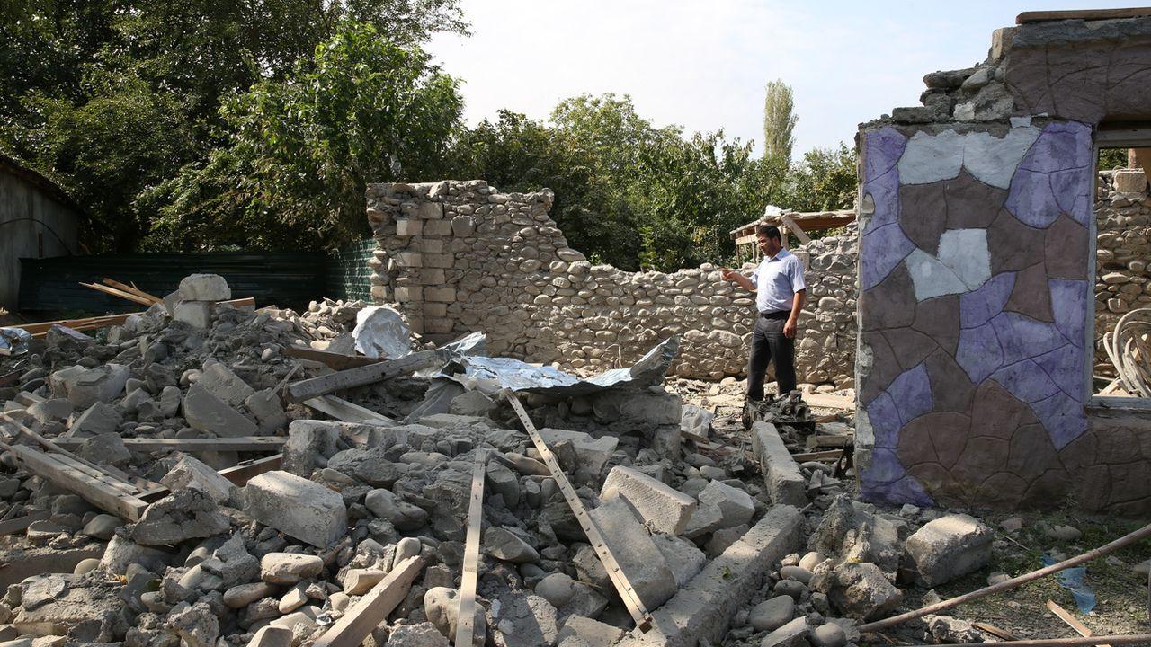 Les combats s'intensifient dans le Haut-Karabakh, où aucune trêve n'est en vue. [Stringer - Keystone/EPA]
