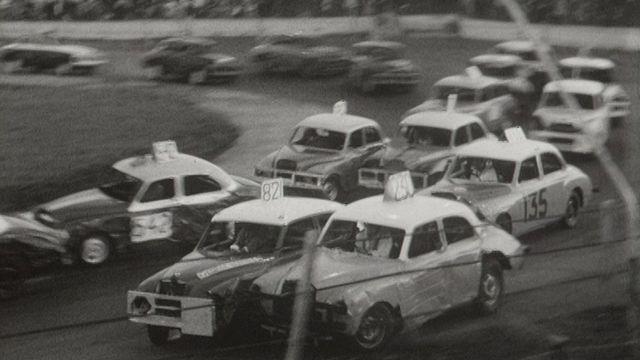Course de stock-cars dans la banlieue de Londres en 1970. [RTS]