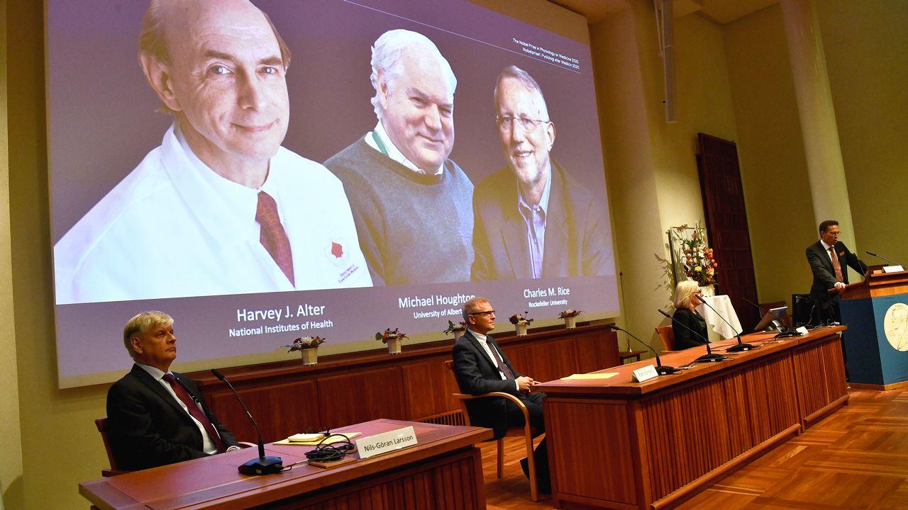Michael Houghton, Harvey Alter et Charles Rice sont les lauréats du prix Nobel de médecine 2020. [Claudio Bresciani - EPA via Keystone]