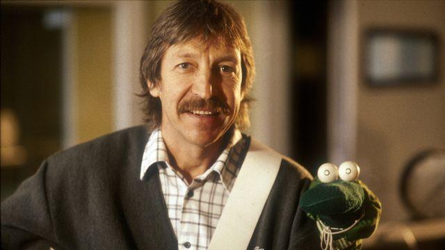 Le chanteur suisse Henri Dès et Albert le Vert en 1986. [RTS]