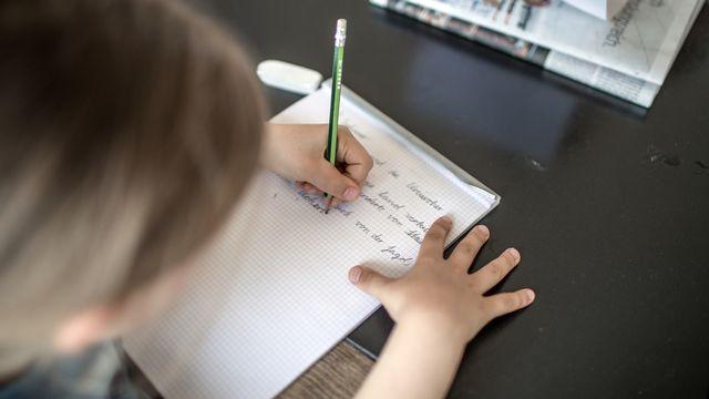 Les écoliers en quarantaine souffrent d'un déficit de suivi. [Gaetan Bally - Keystone]