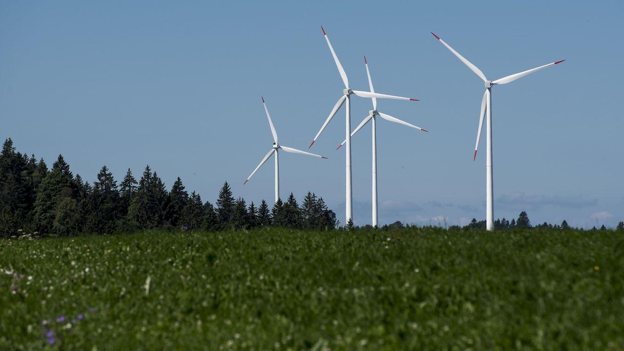 Fribourg serait le troisième canton suisse disposant du plus grand potentiel éolien, après Vaud et Berne (image d'illustration). [Jean-Christophe Bott - Keystone]