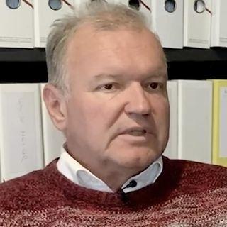 Le politologue Claude Longchamp relève le grand nombre d'acteurs impliqués dans la campagne sur les entreprises responsables. [Mathieu Henderson - RTS]