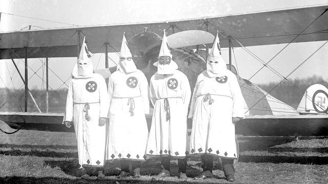 Ku Klux Klan - Une histoire américaine.  1ère partie : naissance d'un empire invisible. [RTS]