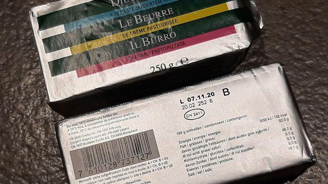 """En 2020, la Suisse a dû importer du beurre étranger. La mention """"B"""" est pour une provenance de l'Union européenne. [Michel Darbellay - DR]"""