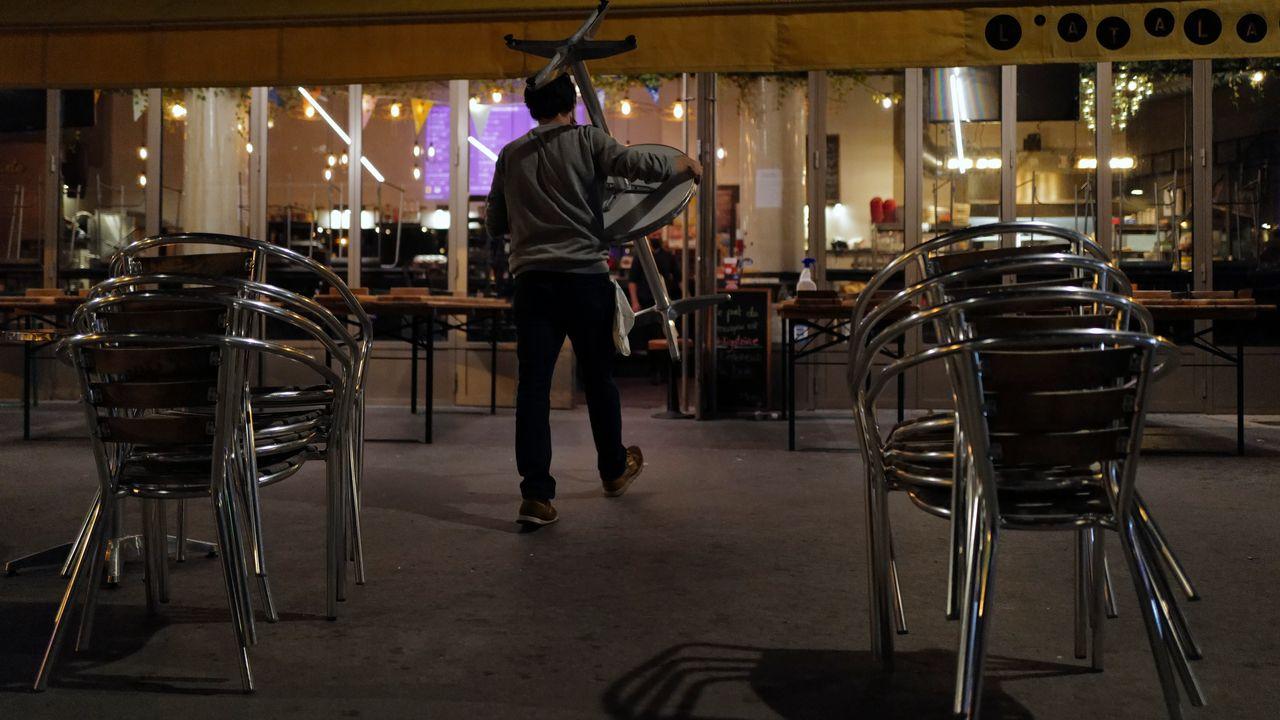 Les bars parisiens seront à nouveau fermés dès le mardi 6 octobre. [Francois Mori - AP Photo via Keystone]