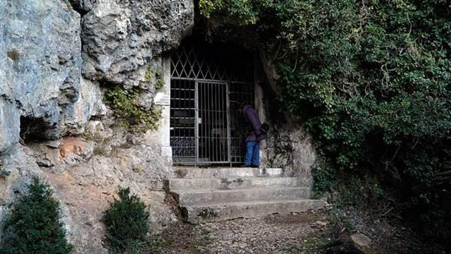 La grotte de Saint-Ursanne. [Grégory Roth - RTSreligion]