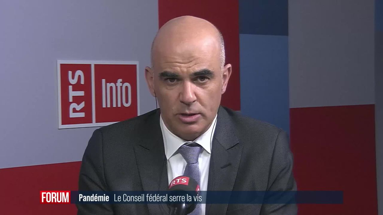 Le Conseil fédéral rend le masque obligatoire dans les espaces publics clos: interview d'Alain Berset [RTS]