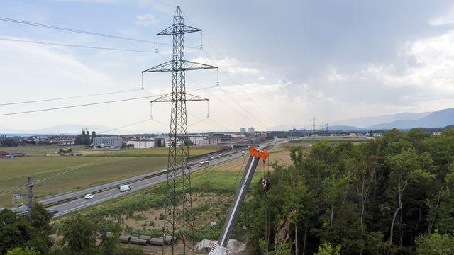 L'enquête sur le sabotage du pylône de Gland a permis aux enquêteurs d'exclure l'utilisation d'un explosif ou d'un chalumeau. [Salvatore Di Nolfi - Keystone]