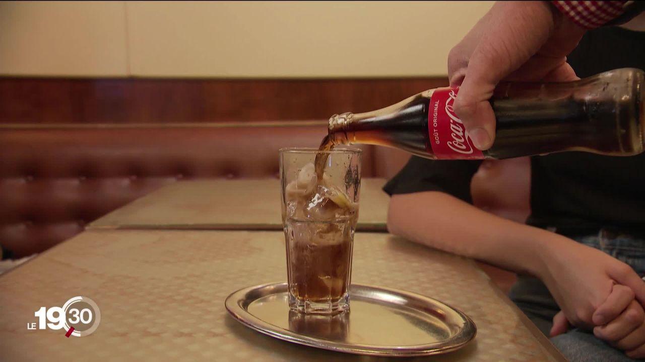 Les boissons sucrées sont moins tendance, Coca-Cola réduit ses effectifs de 20 % en Suisse [RTS]