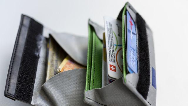 Le gouvernement propose que la part cantonale versée pour les réductions de primes soit liée aux coûts bruts de la santé. [Gaëtan Bally - Keystone]