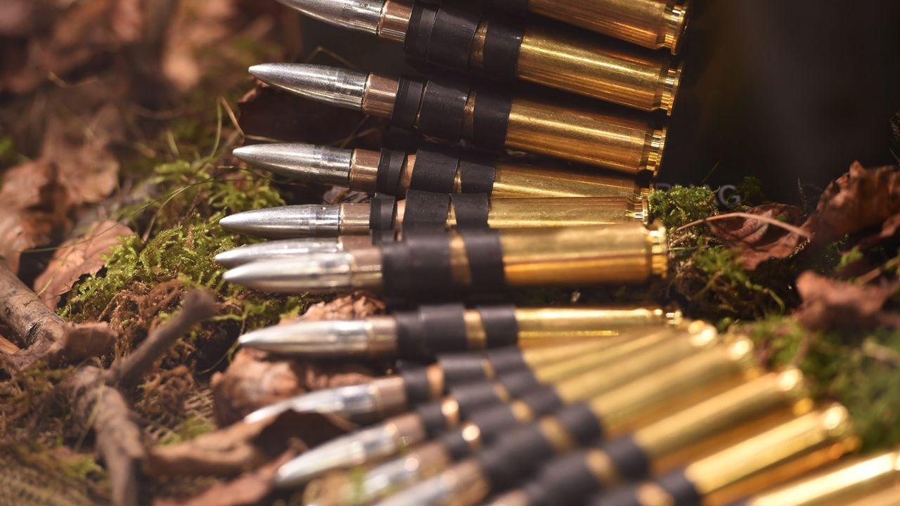 Des munitions produites par la compagnie suisse RUAG lors d'une exposition sur les équipements de défense à Londres en 2015. [ EPA/FACUNDO ARRIZABALAGA - Keystone]
