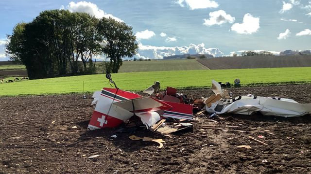Le petit appareil est tombé dans un champ sur la commune de Gimel (VD). [Police cantonale vaudoise]
