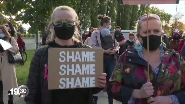 Manifestations en Pologne contre la restriction du recours à l'avortement [RTS]
