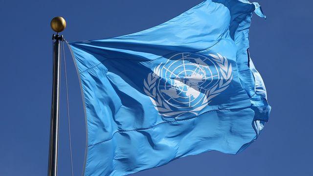 Le drapeau des Nations Unies à l'extérieur du siège de l'ONU à New-York. [Matt Campbell - EPA]