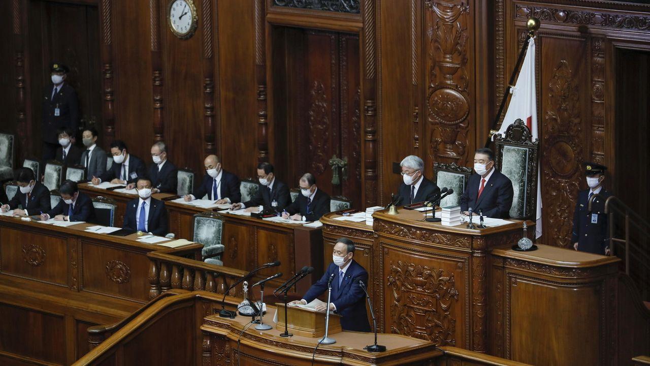 Le Premier ministre japonais Yoshihide Suga parle lors de la session extraordinaire du Parlement à Tokyo, le 26 octobre 2020. [Kimimasa Mayama - Keystone/epa]