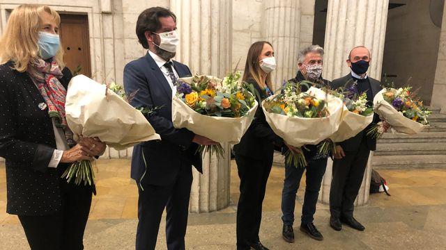 Le nouvel exécutif de la ville de Neuchâtel: Nicole Baur (Les Verts), Didier Boillat (PLR), Violaine Blétry-de-Montmollin (PLR), Thomas Facchinetti (PS), Mauro Moruzzi, (Vert'libéraux). [Déborah Sohlbank - RTS]