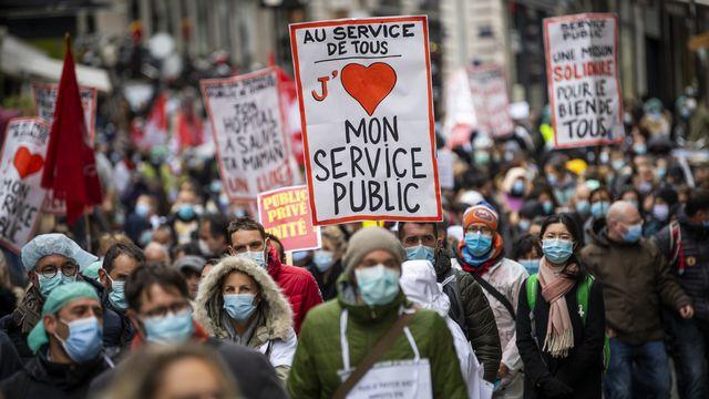 La fonction publique genevoise était descendue dans la rue le 15 octobre dernier dans les rues de Genève. [Jean-Christophe Bott - Keystone]