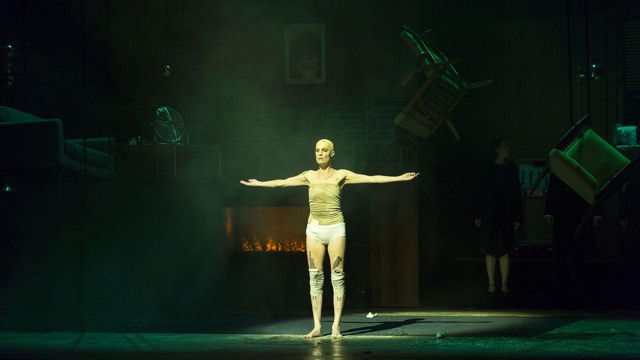 """Scène de l'opéra """"L'Affaire Makropoulos"""" de Janacek. [Magali Dougados - Grand Théâtre de Genève]"""