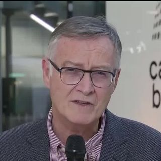 """Antoine Flahault: """"La situation en Suisse ressemble à celle de l'Italie il y a une semaine."""" [RTS]"""
