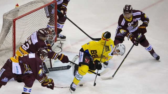 Les matchs de hockey vont se poursuivre jusqu'au 1er décembre. [Salvatore Di Nolfi - Keystone]