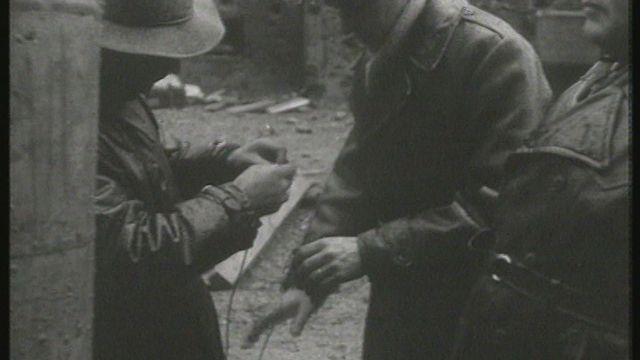 Si l'après-guerre nous était conté (5): vers quelques remises en question [RTS]