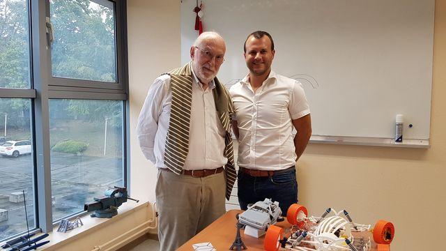 Jean-Claude André, directeur de recherche émérite au CNRS, et Frédéric Demoly, ingénieur et professeur associé à l'UTBM. Sarah Dirren RTS [Sarah Dirren - RTS]
